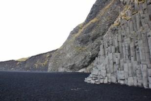 Stranden Reynisfjara med svart sand