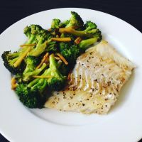 pan-seared cod w/ garlic ginger broccoli stir-fry