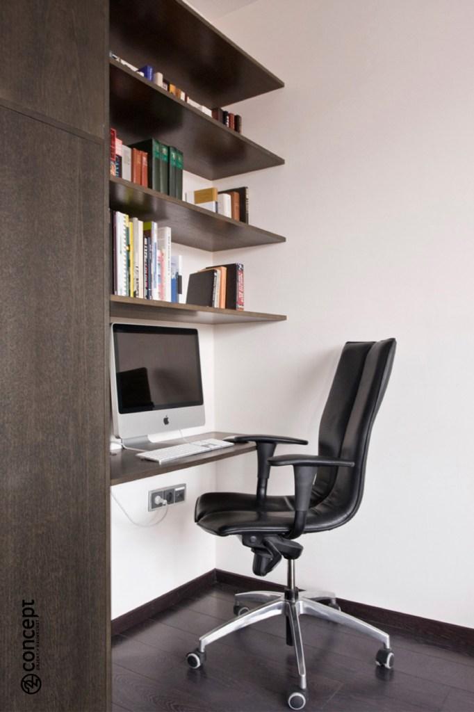 Einbauschrank mit Arbeitstisch und Regal nach Maß