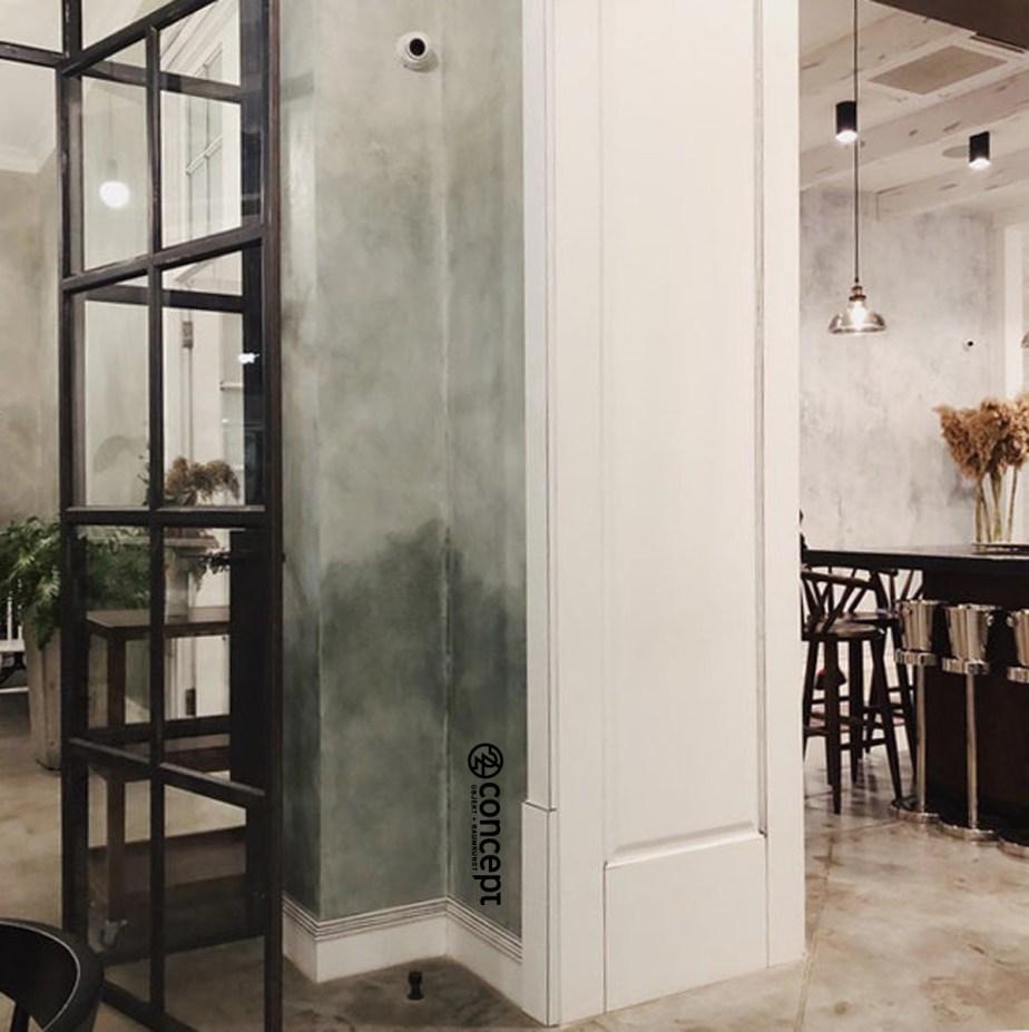 Transparente Lofttüren zwischen Gastraum und Barbereich