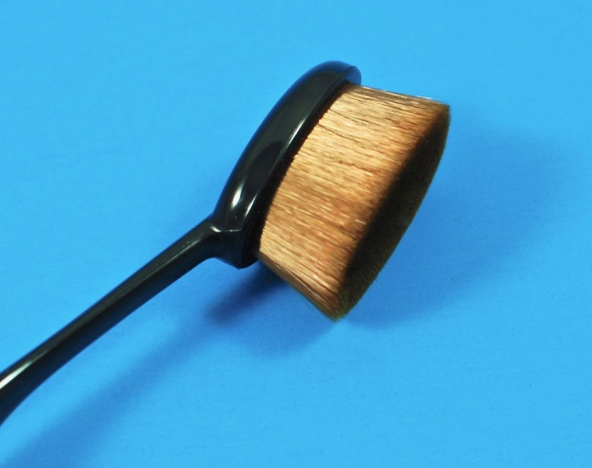 oval beauty brush