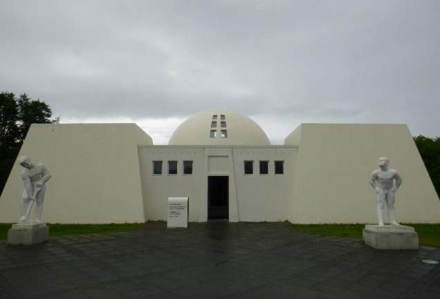 view of the front/main entrance