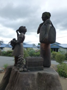 Tribute to the female apple pickers in Huonville.