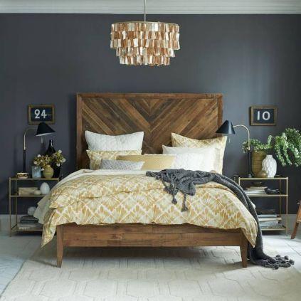 Ξύλινη πλάτη σε κρεβάτι
