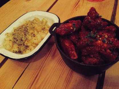 Binn Smokehouse Truffled Hotwings with Mac and Cheese