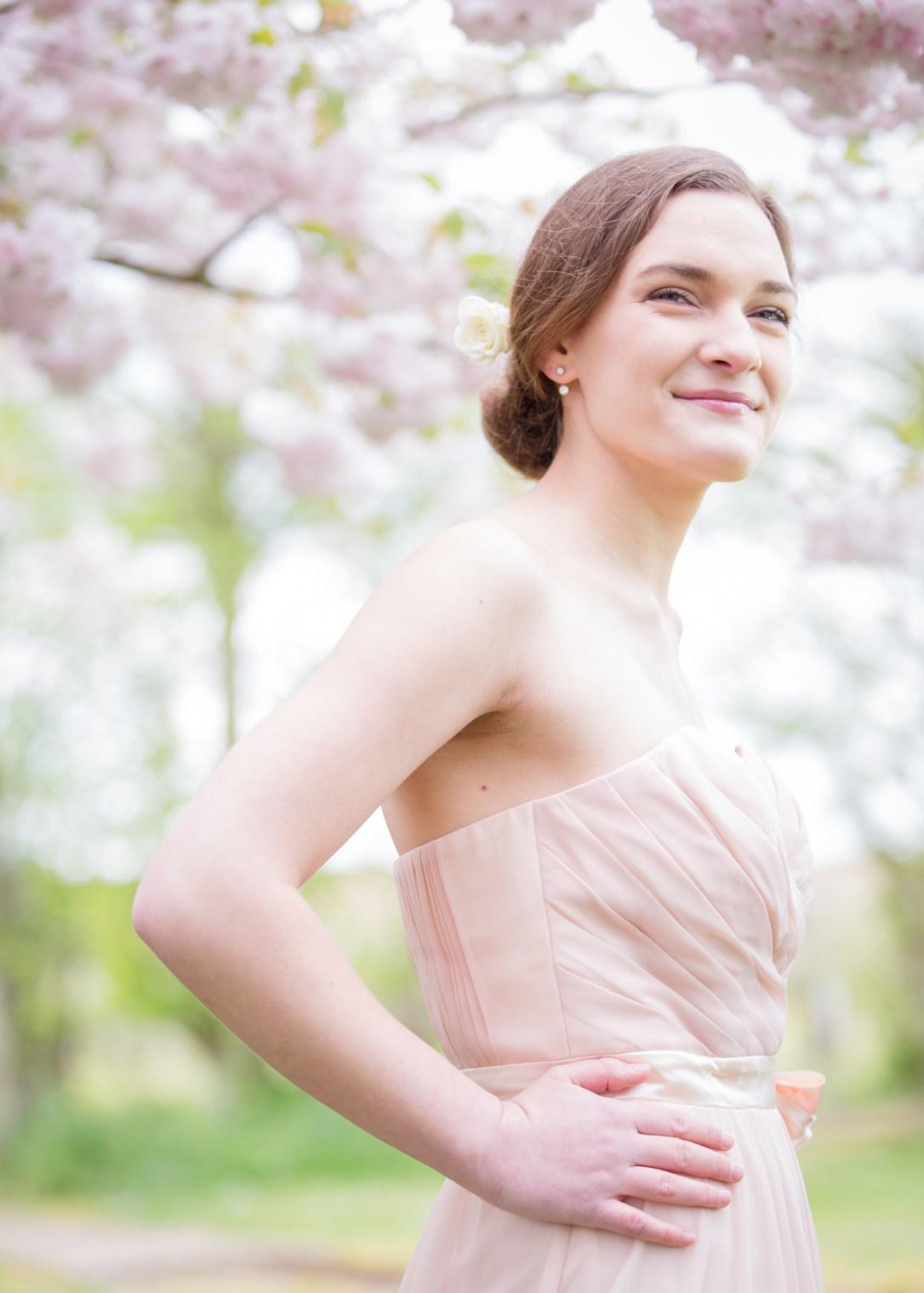 Karina, wedding harpist outside