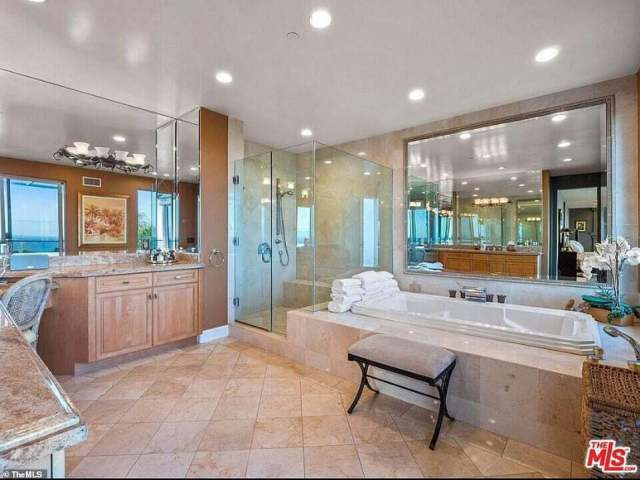 Suge Knight's Malibu Mansion Goes On Sale For $30m bathroom