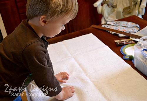 Create your own Felt Valentine Envelope Chair Backers. #diy #tutorial 2pawsdesigns.com