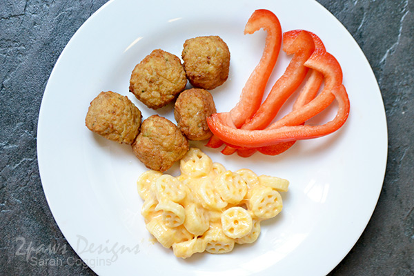 Kidfresh Mighty Meaty Chicken Meatballs, Wagon Wheels Mac + Cheese, and Red Pepper Strips #KeepingMomsCool #ad