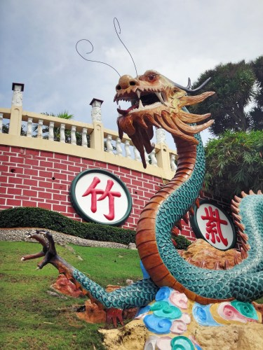 Dragon statue at the Taoist Temple.