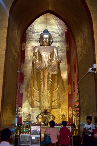One of the many buddhas in Ananda Temple.