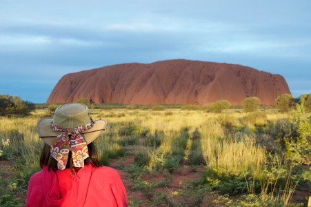 """Quintessential """"looking at Uluru in a hat"""" photo."""