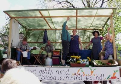 2011-05-01 LüchowBöselBuerbeerfest 129 BioBauernWagen