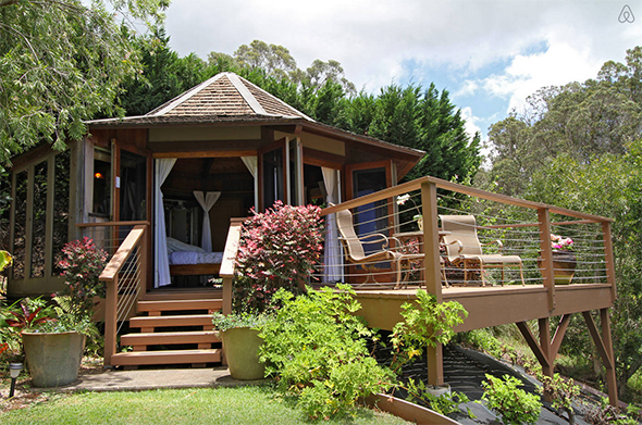 The Octagon Tiny House Is At Least 8 Shades of Amazing
