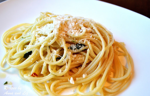 Spaghetti with Garlic and Olive Oil Sauce by 2sistersrecipes.com