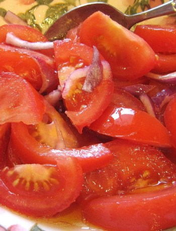 Italian Tomato Salad by 2sistersrecipes.com
