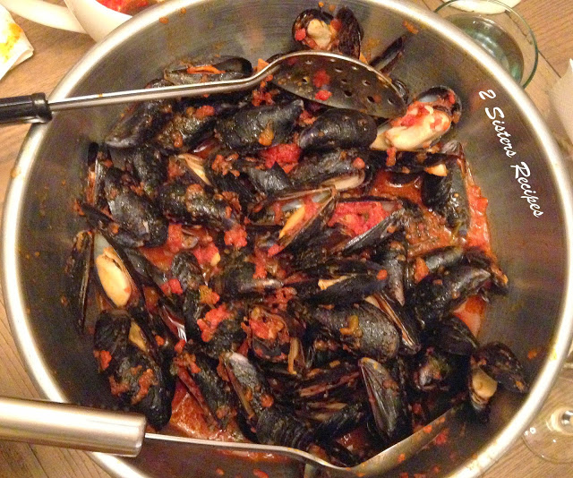 Quick Mussels - Fra Diavolo by 2sistersrecipes.com