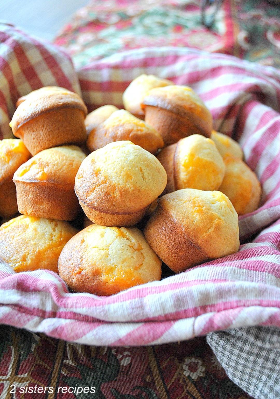 Cheesy Mini Biscuits - copycat Jim'N Nicks by 2sistersrecipes.com