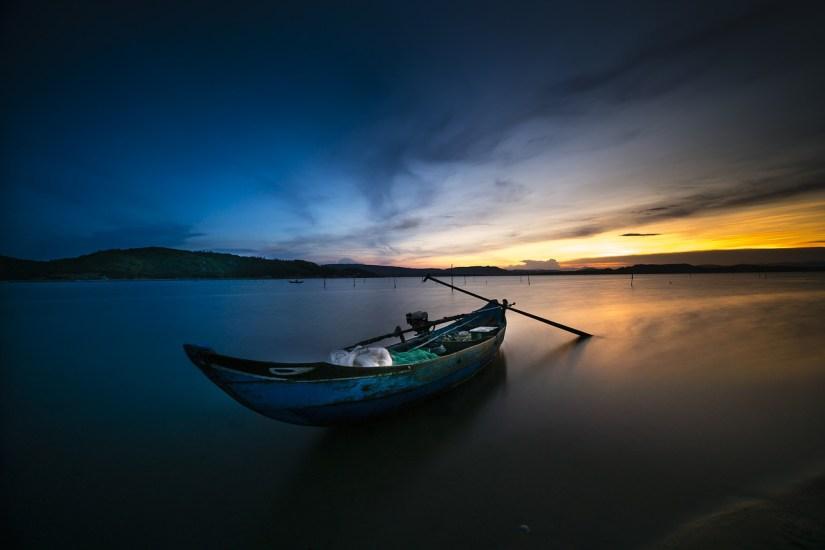 rowboat-alone_Quangpraha
