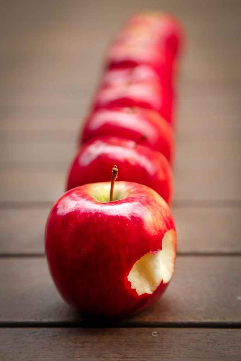 red apples fruit juicy