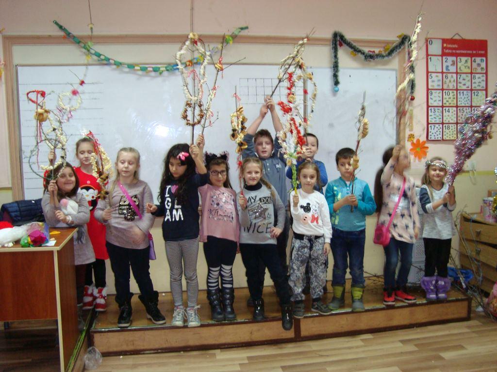 Ученици и родители се потопиха в атмосферата на старите български традиции