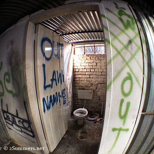 Toilet fish-eye