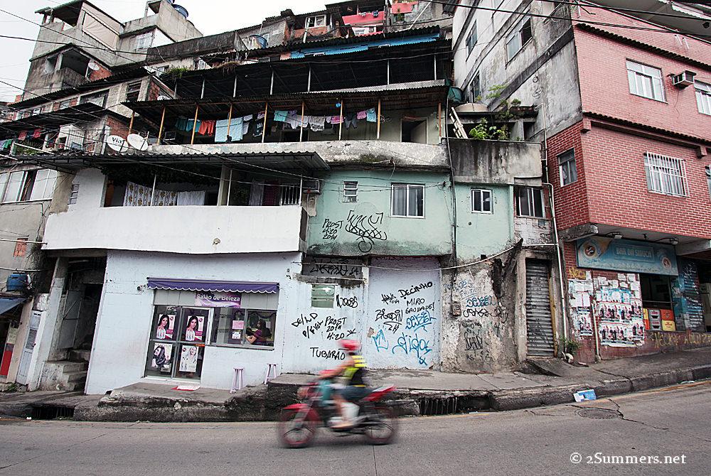 Moment 3 - Rosinha street
