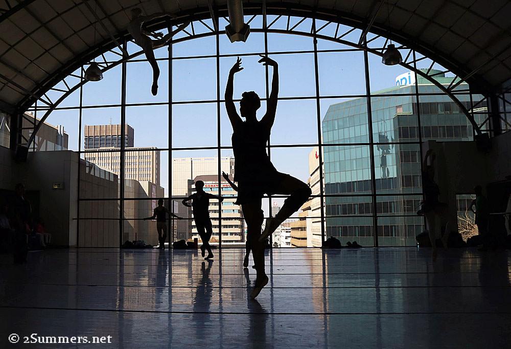Ballet-silhouette-solo