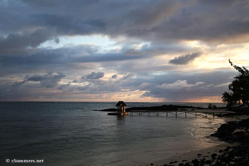 Belle-Mare-sunrise-jetty