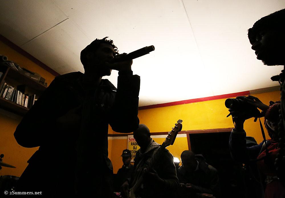 Radio123-silhouette