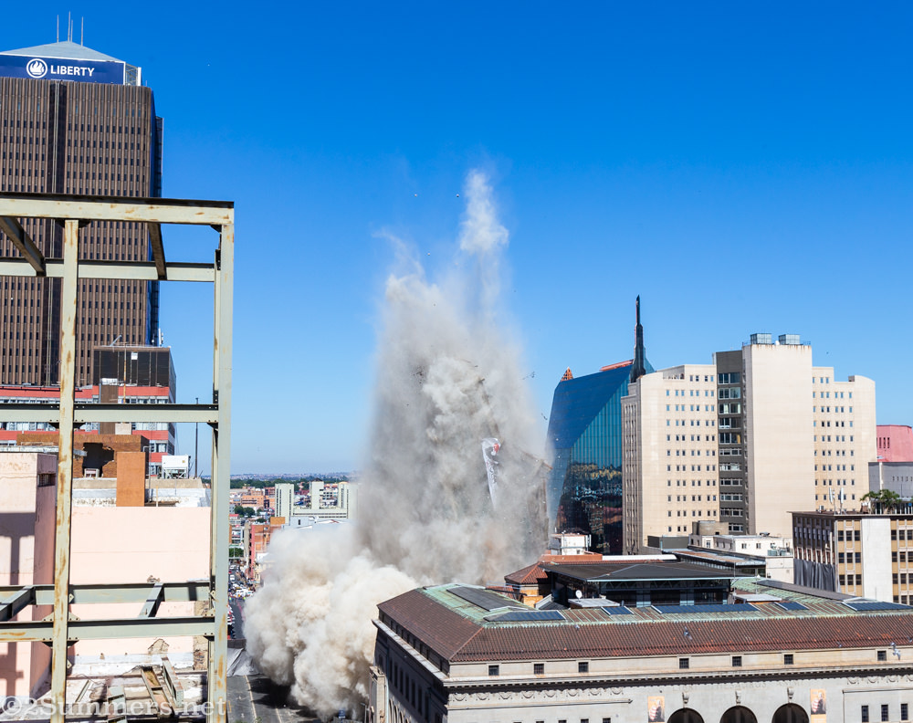 Bank of Lisbon Building imploded