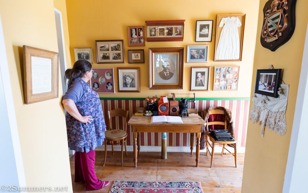 Sandra in the foyer of De Oude Huize