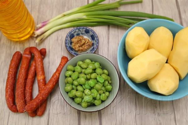 Картофельный салат с зеленым горошком и охотничьими колбасками «Дачный»