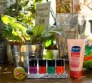 Baume à lèvre Carmex à la cerise - Vernis fluo Primark - Crème pour les mains & les ongles Vaseline (une merveille!!!)