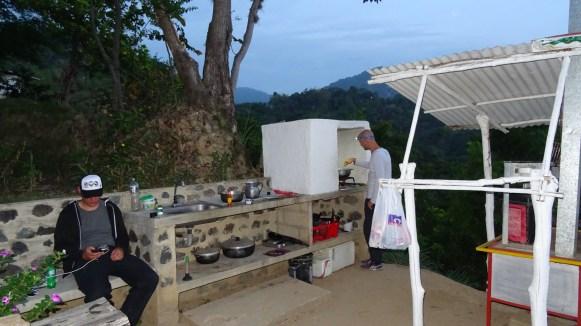 Unsere Outdoorküche...wer draußen schläft, muss auch draußen kochen