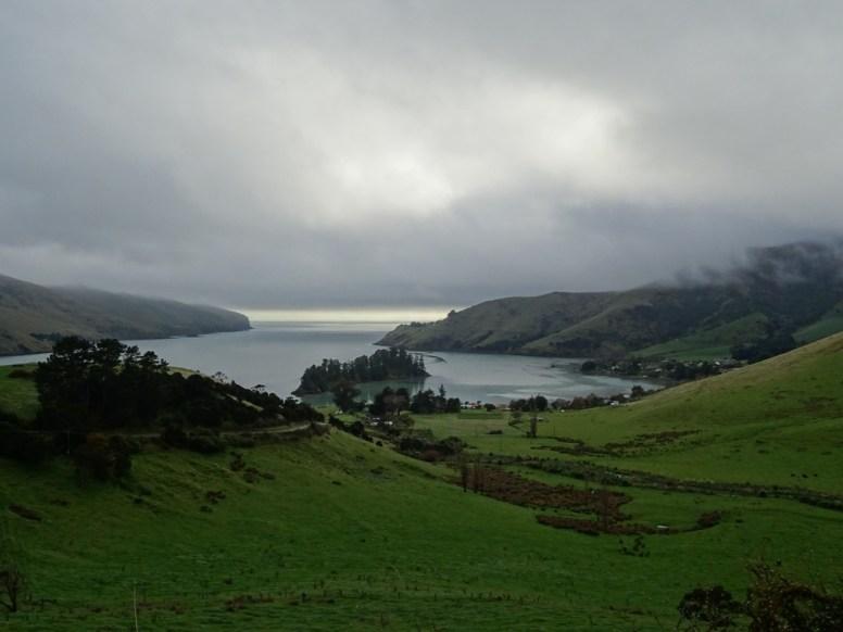 Anfangs hängt noch tiefer Nebel über der Halbinsel