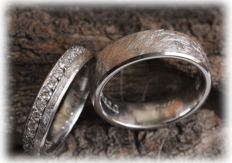 Eismatt Eheringe IM514 mit 30 Diamanten 10ct aus Platin 600