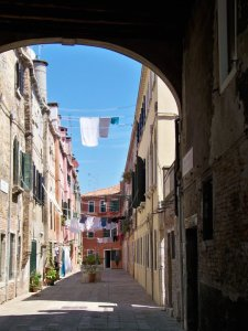 Backstreet of Venice with Laundry 1