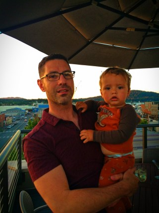 Chris Taylor and TinyMan on Rooftop of Majestic Inn Anacortes 1e