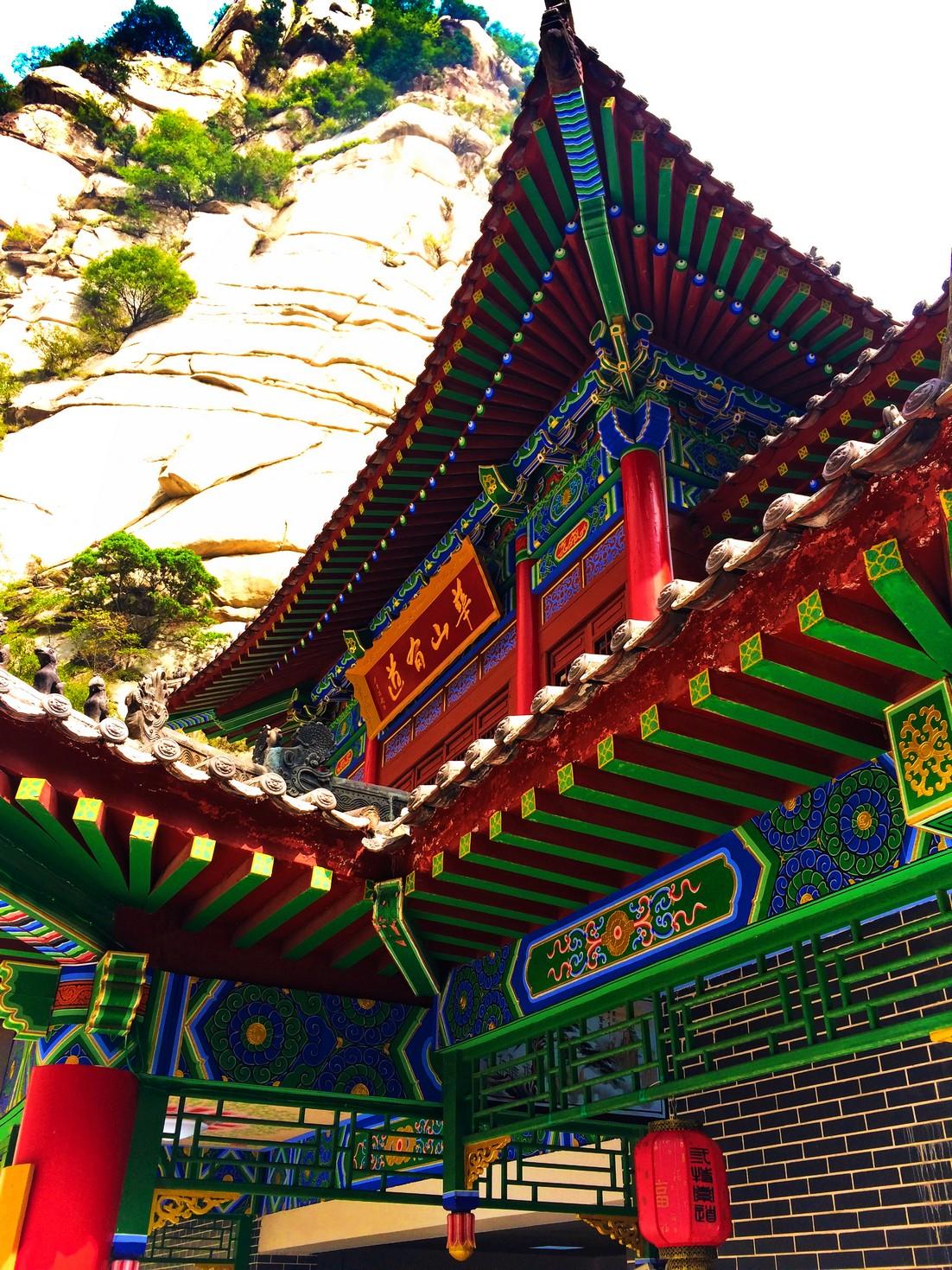buddhist-temple-at-huashan-1
