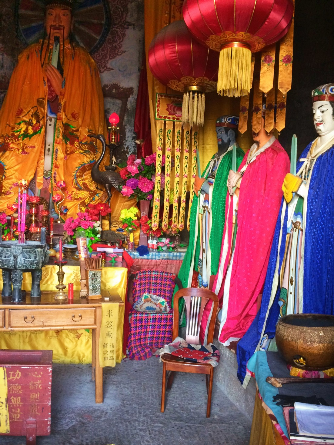 buddhist-temple-at-huashan-6