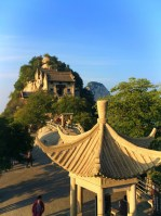 buddhist-temple-at-huashan-8