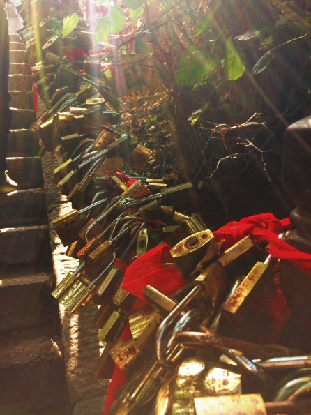 chinese-love-locks-on-chain-huashan-national-park-1