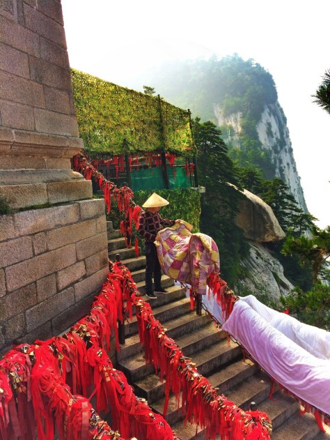 chinese-man-and-love-locks-on-chain-huashan-national-park-2