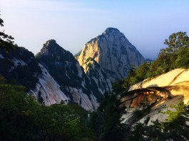 clouds-between-mountains-at-huashan-national-park-4