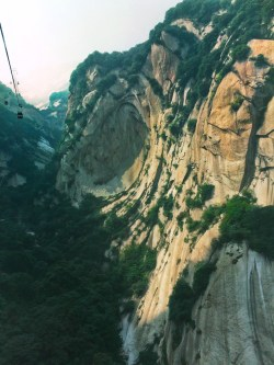 gondolas-in-granite-valley-at-huashan-national-park-1