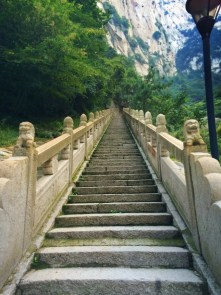granite-stairway-to-death-plank-hike-in-huashan-national-park-1