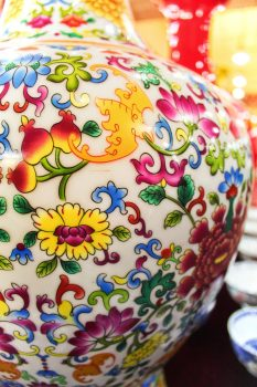 painted-vase-in-factory-xian-1
