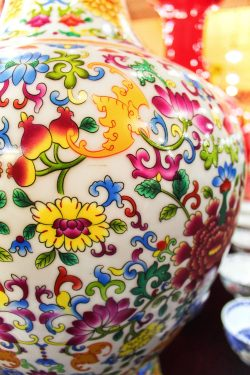 painted-vase-in-factory-xian-1