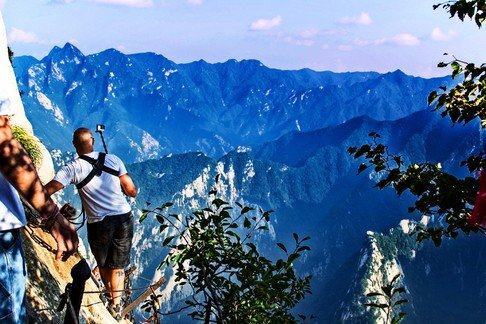 rob-taylor-hiking-at-death-plank-hike-huashan-national-park-5
